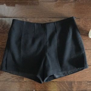 Pants - Black crepe short